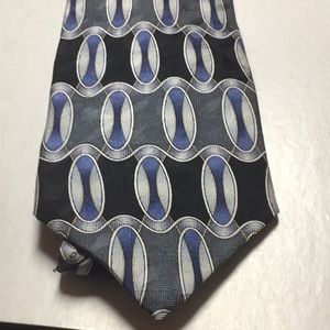 Facets Tie